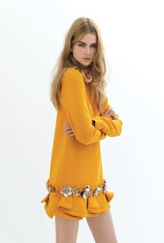 Mustard-Yellow knitted dress... I got something like this, and used to wear it whit opaque tights in fall-winter... but know I will add a grande-belt & grande-necklace, and platform pumps, all in contrasting colors, for a more lady-like look : )