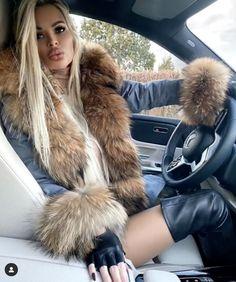 Sexy Outfits, Cool Outfits, Woman In Car, Fur Fashion, Womens Fashion, Fox Fur Coat, Cosplay, Hot Rides, I Love Girls