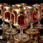 Ακολουθήστε το χρήστη ✨ЧЕШСКИЙ ХРУСТАЛЬ И СТЕКЛО 🇨🇿 (@xrustalik.ru) για να μην χάσετε ποτέ φωτογραφίες και βίντεο που δημοσιεύσει. Gypsy Cafe, Bohemia Crystal, Color Shades, Wine, Crystals, Glasses, Gold, Bohemian, Green