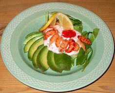 Avokado med krebsehaler og kaviardressing.