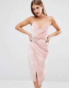 Imagen 1 de Vestido a media pierna de terciopelo con tiras de Boohoo