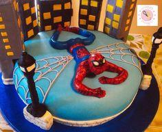 Torta Spiderman Chiffon cake e crema al cioccolato