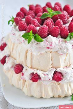 """BEZA """"PAVLOVA""""Z MALINAMI Meringue Pavlova, Meringue Cake, Polish Desserts, Polish Recipes, Good Food, Yummy Food, Desert Recipes, Food Photo, Sweet Recipes"""
