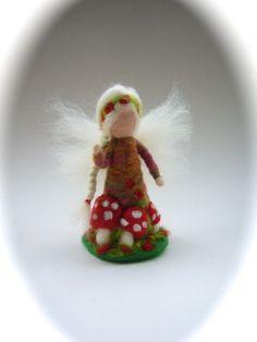 Fliegenpilz-Fee Elf,gefilzt. von Filz-Art. auf DaWanda.com