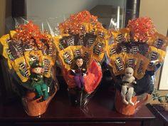 M&M Halloween Candy Bouquet- easy to make! Require mug, twelve mini M&M packages, wood skewer sticks, floral foam & glue gun.
