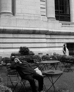 Sometimes all you need is... a good nap!   #newyork #newyorkcity #nyc #nypl #publiclibrary #photography #street #streetphotography #bw #blackandwhite #funny #fuji #fujifilm #x100t #konzy http://fb.me/konzy.me