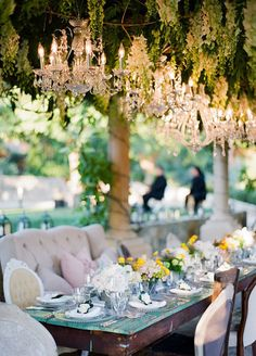 1. Live ceiling. Add huge doses of glamour to a wedding celebration with a living ceiling. Create an awe inspiring look by hanging flowers and green vines from a trellis or wooden frame.