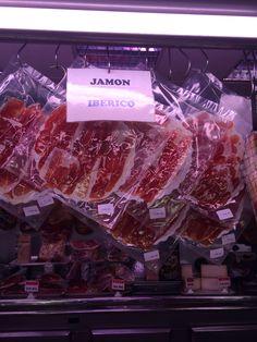 Aquí hay algunos paquetes de jamón ibérico. Jamón ibérico alguno de las comidas mas famosas de España. Jamón ibérico también es muy caro porque el pienso de los cerdos es muy específico. El jamón ibérico mas caro se llama jamón ibérico de bellota porque los cerdos solo comen bellotas.