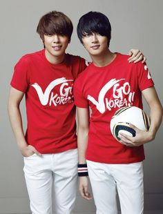 Look at my two favorite ones♥! Yoon Shi Yoon and Jung Yong Hwa!