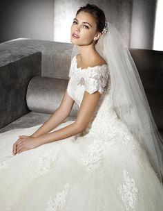 SOPHIE - Princess wedding dress, with bateau neckline | St. Patrick