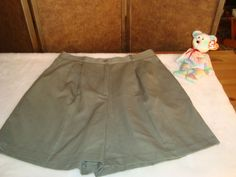 Samantha Sportswear Sz 12 Women's Khaki Green Pleated Shorts #SamanthaSportswear #CasualShorts