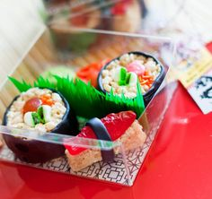 Lego Ninjago party ideas for children. Sweet fake sushi keeping with the Ninja theme for a fab children's party. Perfect for a Lego Ninjago Movie cinema snack Lego Ninjago, Ninjago Party, Japanese Birthday, Japanese Party, Japanese Sweets, Candy Party, Party Treats, Party Favors, Lila Party