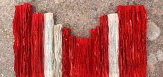 Le opere di Jukhee Kwon prendono vita da vecchie pagine di libri. La carta si assottiglia in striscioline e cade come acqua...