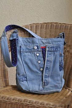 Best 12 Tune-ups and Deeds: Instructions for Total Recycling of Jeans, Part 6 – – SkillOfKing. Denim Bags From Jeans, Denim Tote Bags, Denim Purse, Old Jeans, Denim Bag Patterns, Blue Jean Purses, Denim Ideas, Denim Crafts, Denim Shoulder Bags
