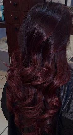 Coloration ombré hair rouge - All For Hair Color Trending Red Balayage Hair Burgundy, Brown Ombre Hair, Ombre Burgundy, Dark Burgundy Hair, Hair Color Auburn, Ombre Hair Color, Indian Hair Color, Ombré Hair Rouge, Wine Hair