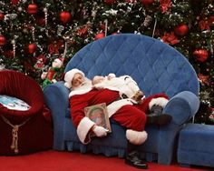 Cutest mall Santa photo ever!!!!! Baby fell asleep in the line and the mom was going to take him home, but this Santa suggested this genius idea. Fabulous!!
