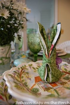 Easter Bunny Napkin Folding Tutorial    http://betweennapsontheporch.net/a-bunny-napkin-fold-for-your-easter-table/#