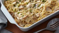 There's no need to create a complicated sauce for this easy chicken tetrazzini recipe. With some precooked chicken and a couple cans of soup, you can have a fuss-free baked pasta dinner that's sure to be a hearty, homemade favorite. Chicken Tetrazzini Recipes, Turkey Tetrazzini, Healthy Dinner Recipes, Cooking Recipes, Cooking Tips, Healthy Meals, Chicken Recipes Video, Pasta Dishes, The Best
