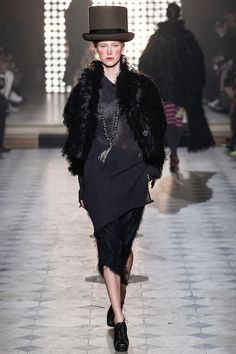 Herfst/Winter 2014-15 / Parijs - Vivienne Westwood. I could picture a stylish mortician wearing this.