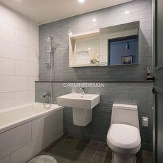 이촌동LG자이_ 색감농도 좋은 블루그레이 타일 탐나요! . . #카민 #욕실디자인 #홈인테리어 #카민디자인 #타일 #인테리어 #인테리어디자인… Interior Architecture, Interior And Exterior, Interior Design, Bathroom Toilets, Simple House, Bathroom Inspiration, New Homes, Home Decor, Apartment Bathroom Design