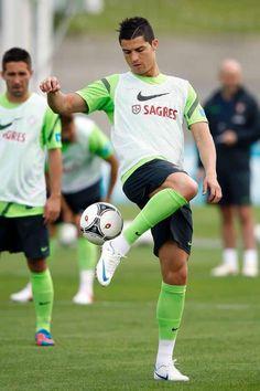 Ronaldo doing tricks.