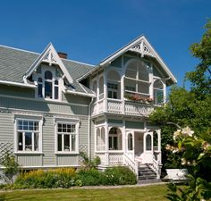 Bilderesultat for sveitserhus Beautiful Buildings, Beautiful Homes, Village Houses, Swedish Design, Scandinavian Interior, Historic Homes, Victorian Homes, Old Houses, Curb Appeal