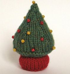 A Knitted Christmas Tree Decoration Free Pattern: http://knitting.myfavoritecraft.org/free-christmas-knitting-patterns/