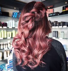 Rose gold hair and loose braid :: RedBloom Salon - Looking for Hair Extensions to refresh your hair look instantly? KINGHAIR® only focus on premium quality remy clip in hair. Visit - - for more details Braids For Short Hair, Short Hair Styles, Braid Hair, Loose Braids, Messy Braids, Hair Color And Cut, Cool Hair Color, Dusty Rose Hair, Cabelo Rose Gold