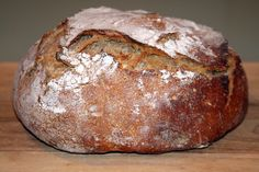 Yay!  NO knead sourdough...no mixer, no bosch, no turning by hand.  The lazy foodie in me is sublimely happy.