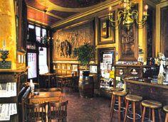 Rotterdam - Interieur van café Oude Sluis op de hoek van de Schiedamseweg / Havenstraat.