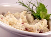 Thanksgiving Recipes: Mashed Potatoes Recipe with Greek Yogurt.saves you from calories and a lot of fat, and you'll be amazed at how delicious they are! Healthy Mashed Potatoes, Mashed Potato Recipes, Potato Dishes, Healthy Side Dishes, Side Dish Recipes, Healthy Snacks, Healthy Recipes, Healthy Eating, Healthy Sides