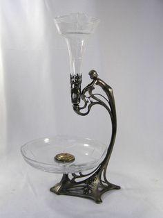 Jugendstil Tafelaufsatz - Versilbert Zinn - WMF Art Nouveau, Wmf, Needful Things, Art Deco Design, Antique Glass, Wine Decanter, Bauhaus, Light Fixtures, Ties