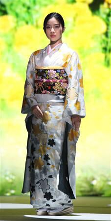 石原さとみ Satomi Ishihara, Kimono Japan, Oriental, Yukata, Ao Dai, Japanese Girl, Traditional Dresses, Kimono Top, Beautiful Women