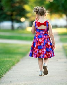 Skyler's Square Back Top & dress is loaded with is many options. Open square back with side bows or large center bow, square cutout back with side bows Dress Cuts, I Dress, Baby Dress, Cotton Frocks For Kids, Kids Frocks, Toddler Girl Dresses, Little Girl Dresses, Girls Dresses, Short Frocks