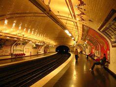 Paris   Métro à Paris . By Le Jeune étranger