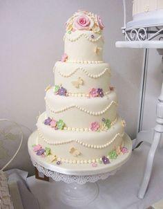 vintage look wedding cake