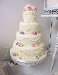 4 tier vintage style wedding cake with flowers and butterflies by The Cakery | www.thecakeryleamington.co.uk