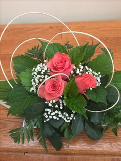 Sweet and nice Funeral Floral Arrangements, Rose Arrangements, Beautiful Flower Arrangements, Beautiful Flowers, Deco Floral, Arte Floral, Floral Design, Small Centerpieces, Wedding Centerpieces