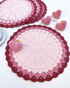 Crochet Table Runner, Doilies, Table Runners, Coasters, Kids Rugs, Blanket, Diy, Crafts, Crochet Pillow Covers