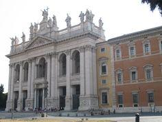 San Giovanni in Laterano is 'De moeder van alle kerken'. Deze bisschoppelijke kathedraal van Rome is gesticht door Constantijn in de 4e eeuw. Civilization, Silhouettes, Prison, Rome, Buildings, Louvre, Around The Worlds, War, Travel
