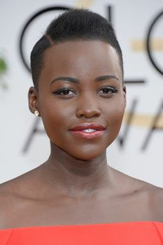 Lupita Nyong'o's bright lipstick and shimmery glossy lids at the Golden Globes