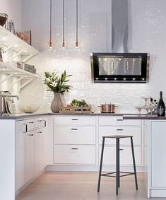 Many different light sources is the key to cozier place: easy to mount spot lights under the shelves include at Ikea. Along with three small ceiling lights in a row, and ... luxury