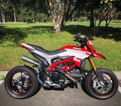Hypermotard Ducati Motorbike, Motorcross Bike, Motocross, Futuristic Motorcycle, Motorcycle Style, Honda Magna Bobber, Ducati Hypermotard, Bike Photoshoot, Concept Motorcycles