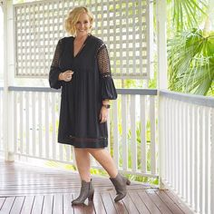 Today's #everydaystyle ... I'm off to @frankie4footwear HQ for a Facebook Live event. Tune in on the FRANKiE4 Footwear Facebook page at 7pm (QLD time). I'll be taking you through the new autumn-winter collection and you could win yourself a pair. new @frankie4footwear IZZY boots in gunmetal.⠀