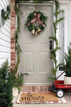 Omg! This post has some of the best Christmas wreaths I have ever seen. I am so happy I found it! Christmas Wreaths For Windows, Christmas Decorations For The Home, Christmas Porch, Christmas Time, Holiday, Realistic Artificial Christmas Trees, Porch Decorating, Decor Ideas, Happy
