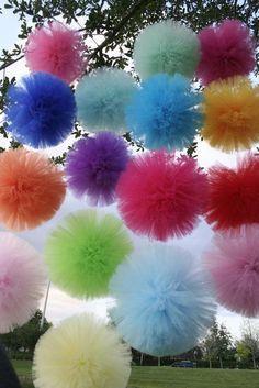 Pom pom i tyl Tulle Crafts, Pom Pom Crafts, Diy And Crafts, Arts And Crafts, Grad Parties, Birthday Parties, Craft Projects, Projects To Try, Tulle Poms