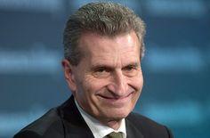 Günther Oettinger ist Kommissar für Digitales bei der EU. Foto: dpa - EU-Kommissar #Oettinger (astro snake) mit seiner schwäbisch gefärbten Aussprache des Englischen: Perfektes Englisch ist unnötig;D http://www.stuttgarter-zeitung.de/inhalt.eu-kommissar-oettinger-perfektes-englisch-ist-unnoetig.ce675ab8-9823-4402-9fc5-870f5b826f6e.html
