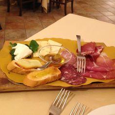 Tagliere di salumi e formaggi di Ascoli Piceno