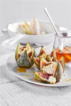 Figs with goat& cheese - Feigen Rezepte - Fig recipes - Healthy Appetizers, Healthy Dinner Recipes, Appetizer Recipes, Fig Recipes, Gourmet Recipes, Appetizer Buffet, Healthy Ground Beef, Cheese Snacks, Vegetable Drinks