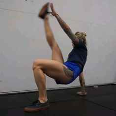 Crab toe touches from lady_g_fit for a full body killer supproting 53 outdoors tshirt with her workout street lamp and fitness equipment blend into smart lighting concept Fitness Workouts, Yoga Fitness, Fitness Motivation, Fitness Routines, Sport Fitness, Butt Workout, At Home Workouts, Fitness Tips, Health Fitness